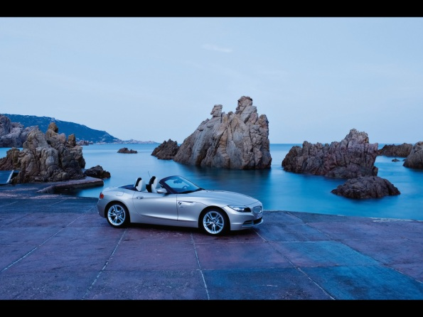 2009-bmw z4 roadster side angle top down seashore-1024x768
